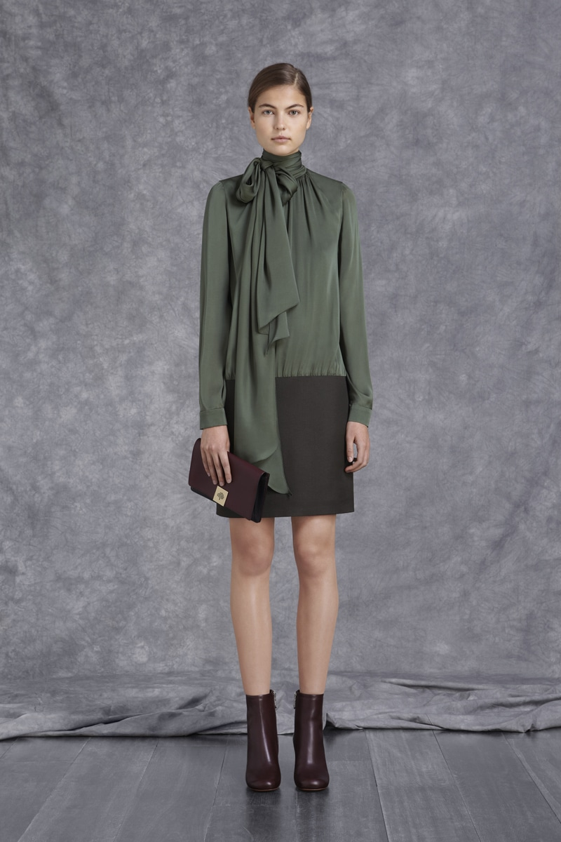 mulberry current range and prices Basically, mulberry found that by making sure its handbags fell within a £500-£1,000 ($775-$1548) price range, more people would buy them prior to the new strategy, lots of the company's bags sold for over £1,100.
