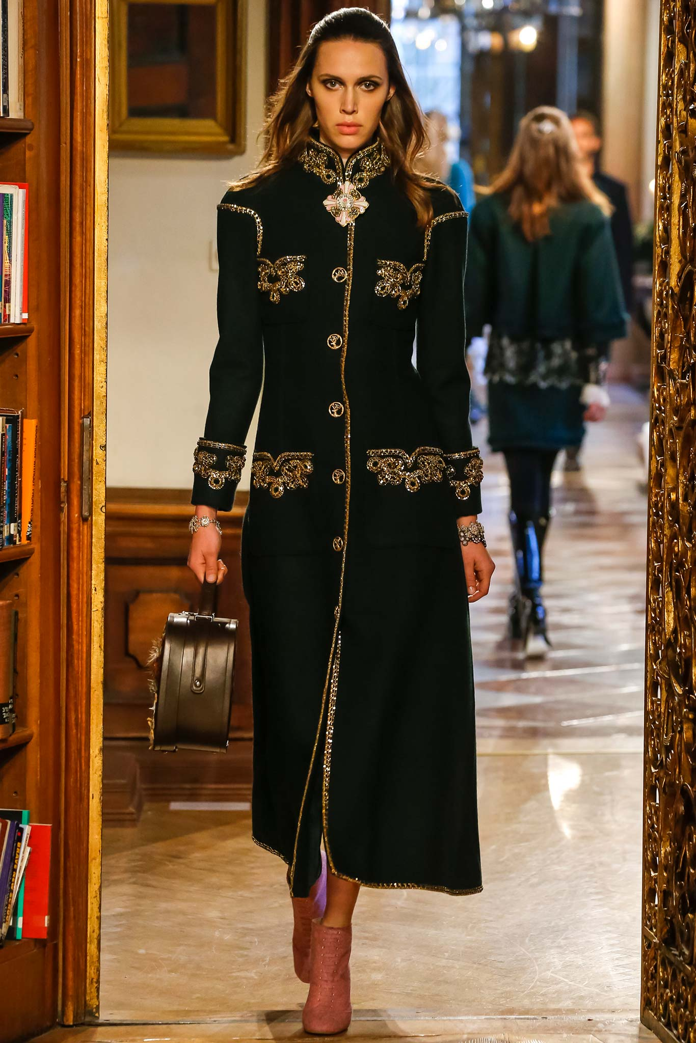 cb5bff02f7a Chanel Métiers d Art Pre-Fall 2015 Runway Collection