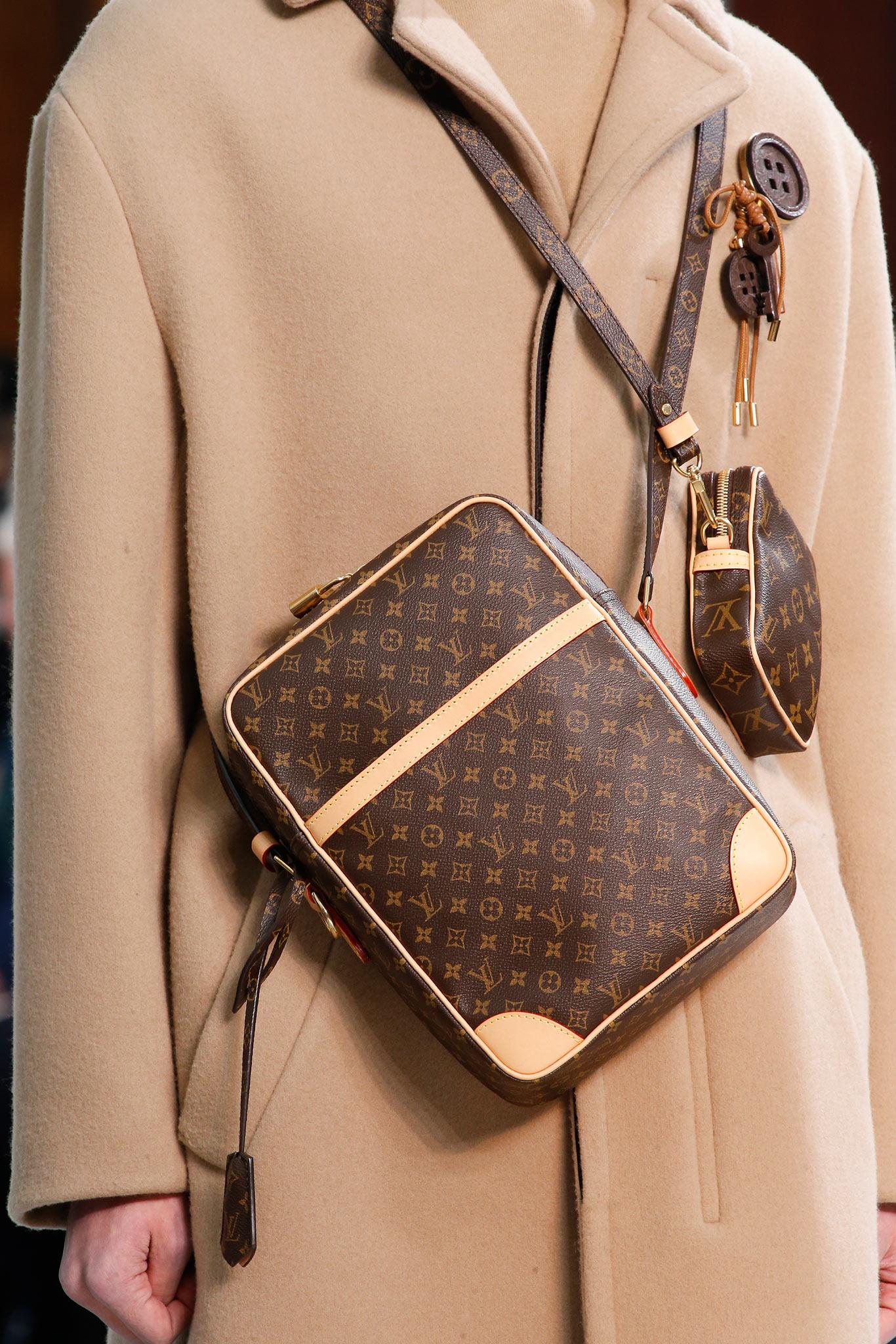 e6d298a53641 Louis Vuitton Monogram Canvas Mini and Medium Messenger Bags 2 - Fall 2015