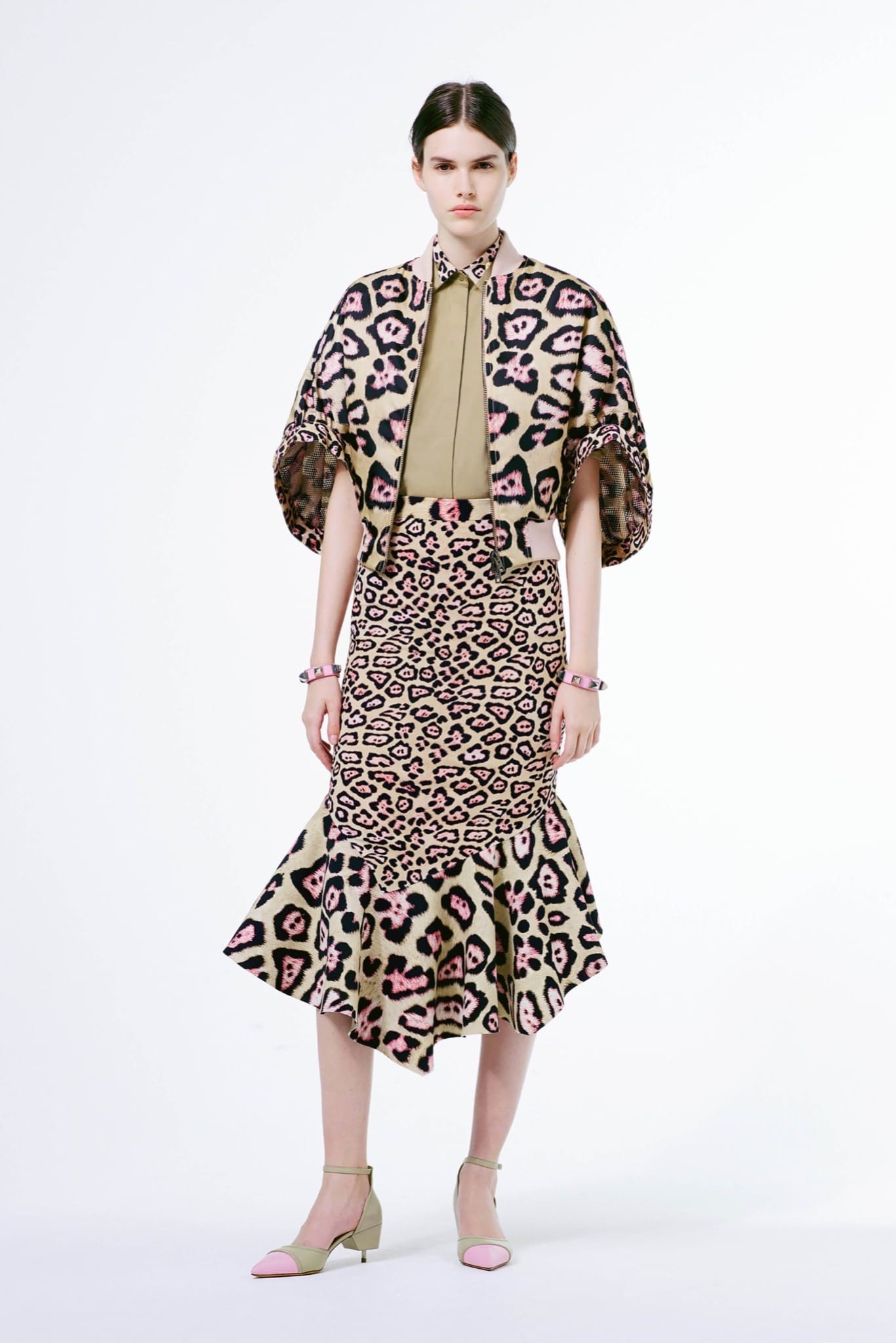 Givenchy Resort 2016 Collection featuring Green Leopard Print ... 7ccad7b07