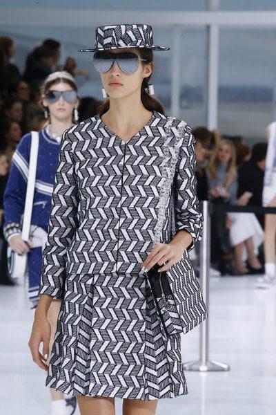 Chanel Black/White Zigzag Pattern Shoulder Bag - Spring 2016