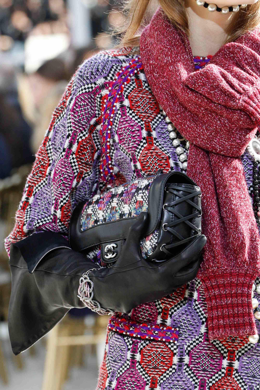 Resultado de imagem para chanel tweed flap bag