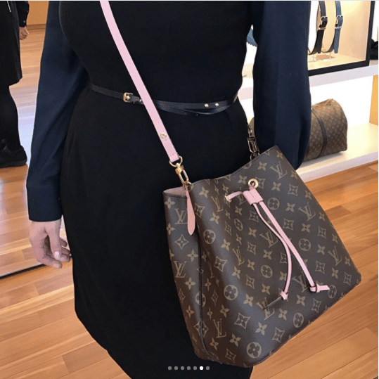 louis vuitton monogram canvas neonoe bag reference guide spotted fashion. Black Bedroom Furniture Sets. Home Design Ideas