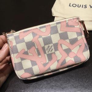 Louis Vuitton Rose Ballerine Damier Azur Tahitienne Mini Pochette 2