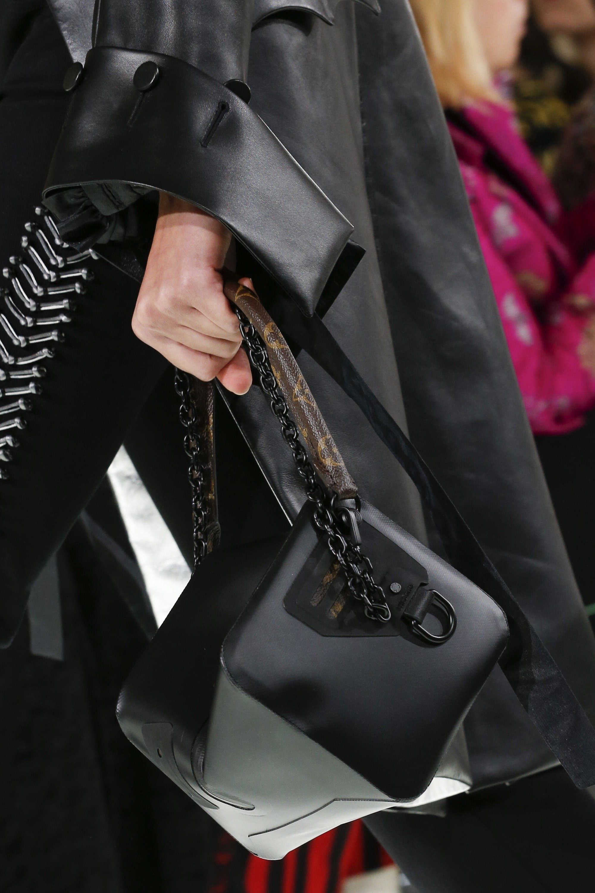 photo The Louis Vuitton New Chain Bags Makes A Chic Return